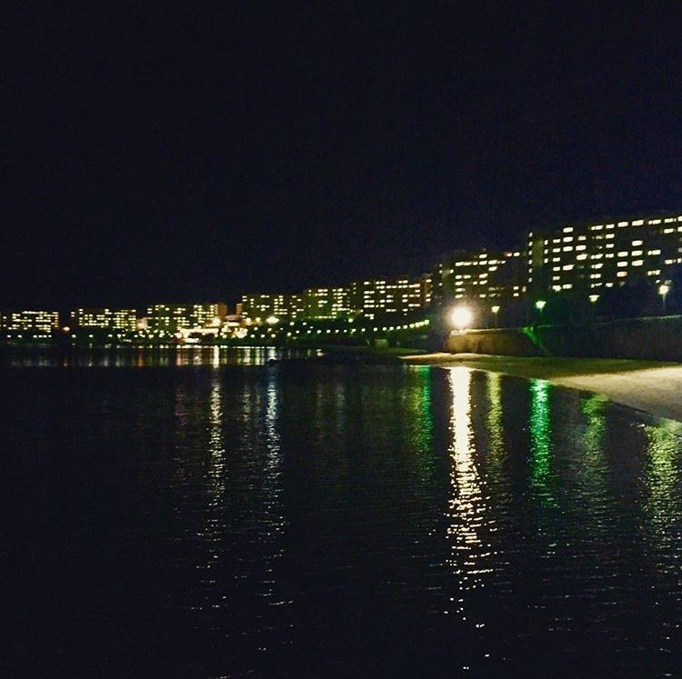 armutlu tatil köyü gece sahil